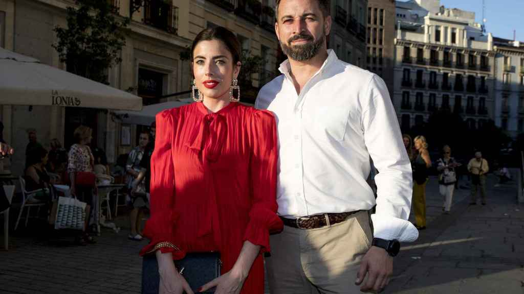 Santiago Abascal junto a Lidia Bedman, su actual esposa.
