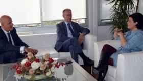 Pilar Zamora con el presidente de Globalcaja, Carlos de la Sierra y el director territorial de la entidad, Miguel Ángel León