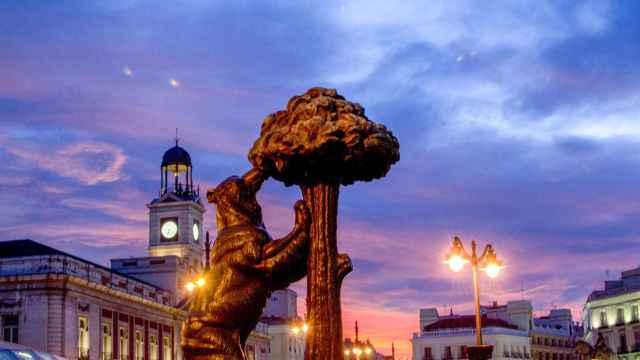 Anochecer en la Puerta del Sol de Madrid.