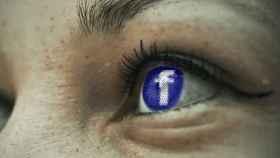 La app de Facebook usaría la cámara del iPhone en secreto mientras navegas
