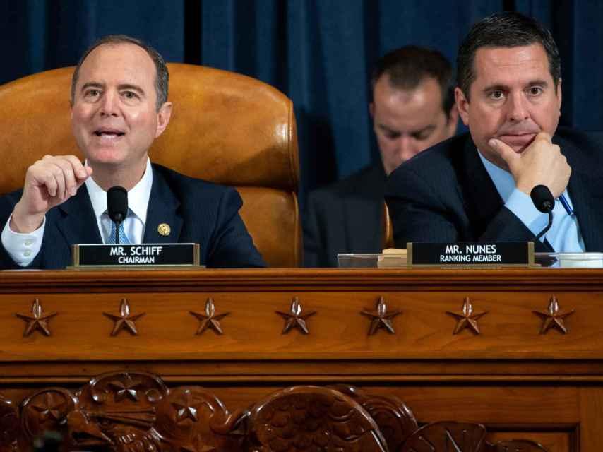 Schiff, demócrata por California, y Devin Nunes, republicano, durante las primeras audiencias públicas del impeachment