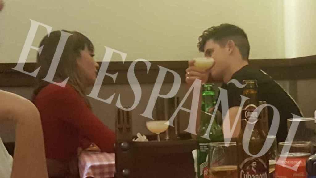 La pareja cenando en un conocido restaurante madrileño.