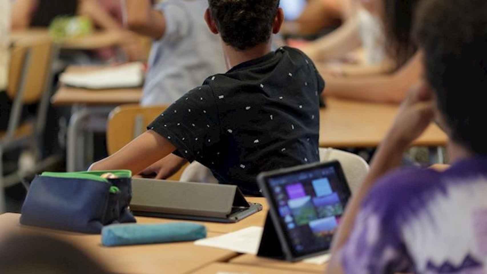 Imagen de archivo de un grupo de alumnos en un aula.