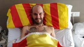 Jordi posando con las dos banderas para animar a la selección española de baloncesto el pasado septiembre