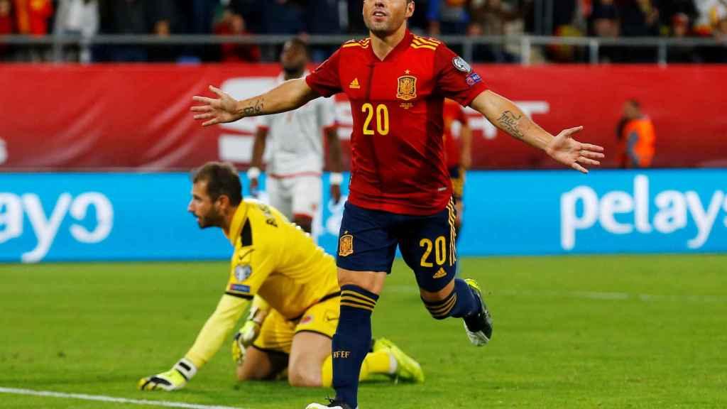 Santi Cazorla celebra su gol con la selección española ante Malta