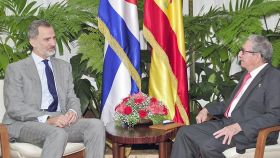Felipe VI se reúne con Raúl Castro antes de marcharse de Cuba.