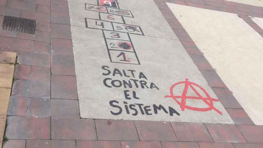 Hasta los juegos infantiles son antisistema en Torrero.