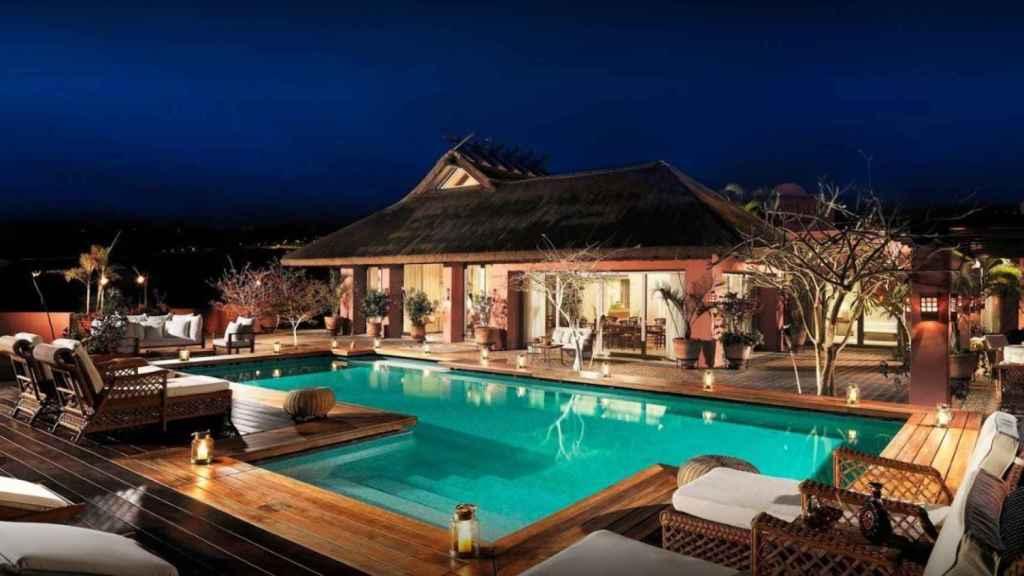 Una de las piscinas privadas de que dispone el lujoso hotel.