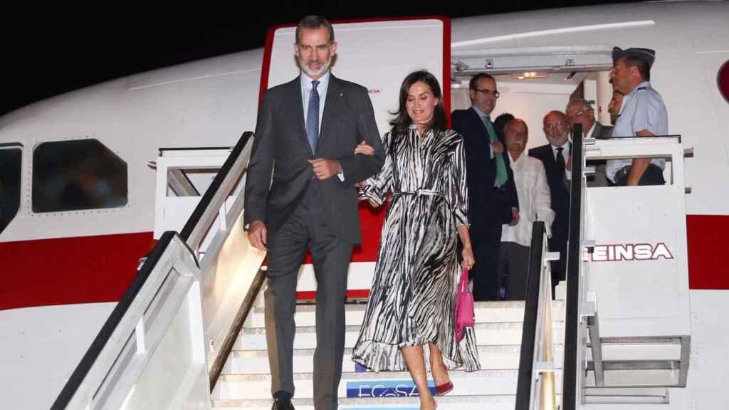 Los Reyes de España a su llegada a La Habana (Cuba).