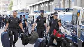Policias nacionales abandonan el Hotel Cekin de Pineda de Mar tras el 1-O