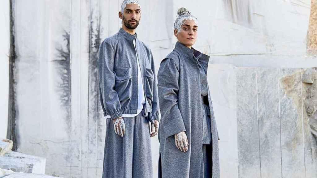 Modelos luciendo prendas de la colección limitada de Adolfo Domínguez.
