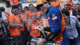 Carlos Sainz celebra su tercer puesto en el GP de Brasil