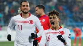 Enes Ünal, celebrando su gol con Turquía