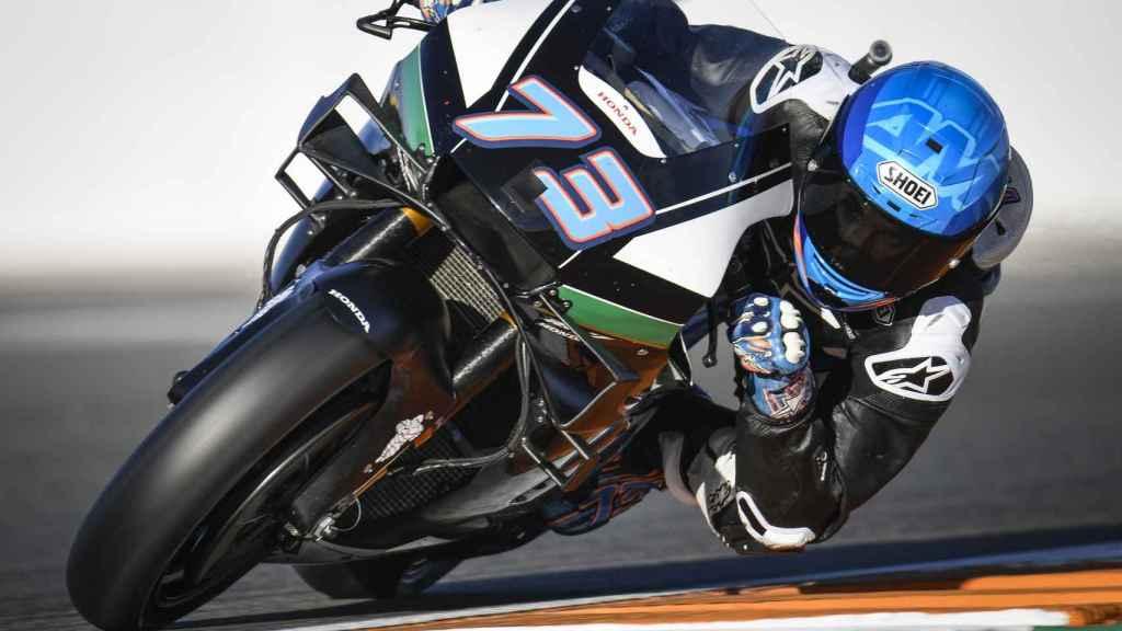 Álex Márquez traza un viraje, en su debut en MotoGP en el circuito Ricardo Tormo de Cheste.