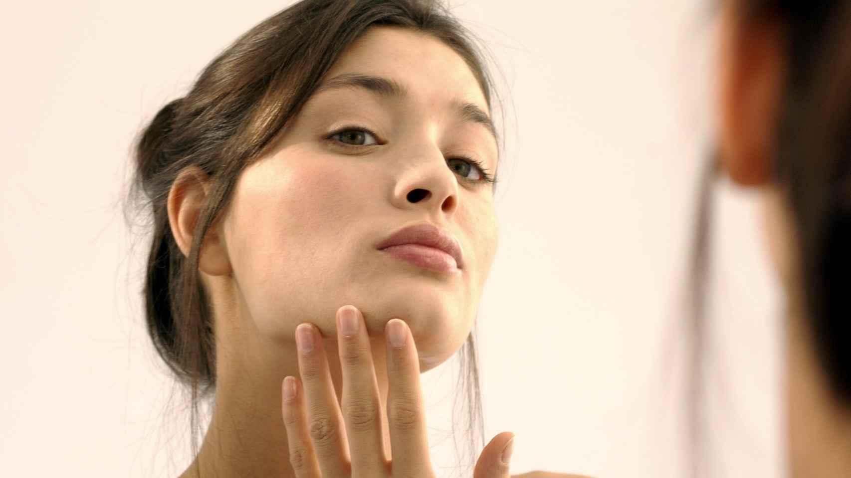 Este tratamiento para el acné adulto está revolucionado las redes.