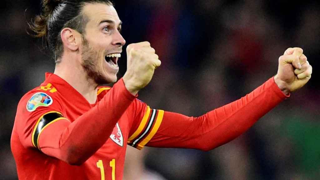 Bale celebra con la selección de Gales la clasificación para la Eurocopa