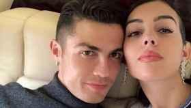 Georgina Rodríguez y Cristiano Ronaldo, en su jet privado.
