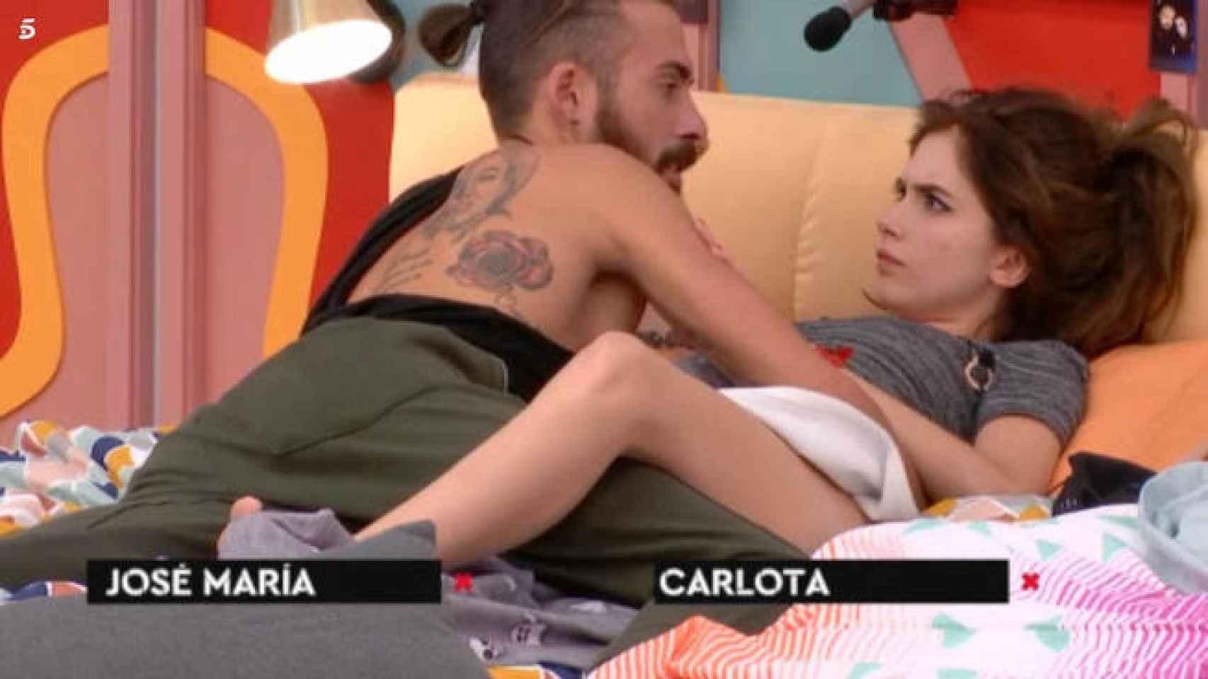 José María y Carlota durante un momento de pareja en 'Gran Hermano Revolution'.