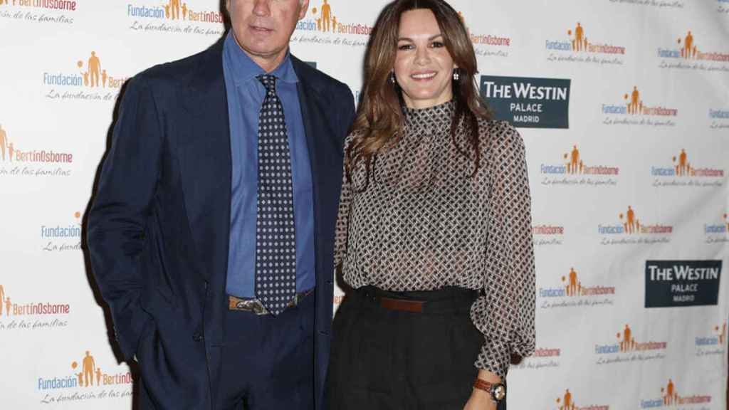Bertín Osborne junto a su mujer Fabiola Martínez en el acto de su fundación.