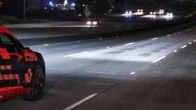 Los nuevos faros de Audi proyectan información en la carretera