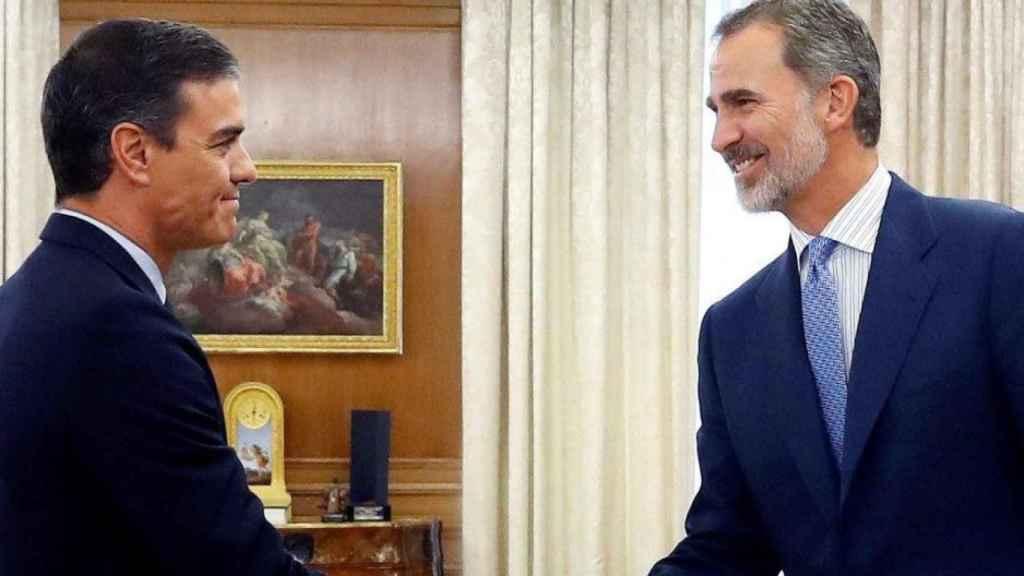 El presidente en funciones, Pedro Sánchez, y el rey Felipe VI.
