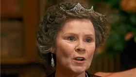 Imagen de Imelda Staunton en 'Downton Abbey' (The Sun)
