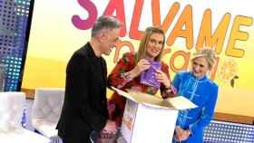 Imagen de Cristina Cifuentes junto a Carlota Corredera y Kiko Hernández (Telecinco)