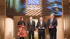 Alice Macharia, vicepresidenta del Insituto Jane Goodall, Rafael Pardo, director de la Fundación BBVA, Roberto Hartasánchez, presidente de FAPAS, y Joaquín Gutiérrez Acha.