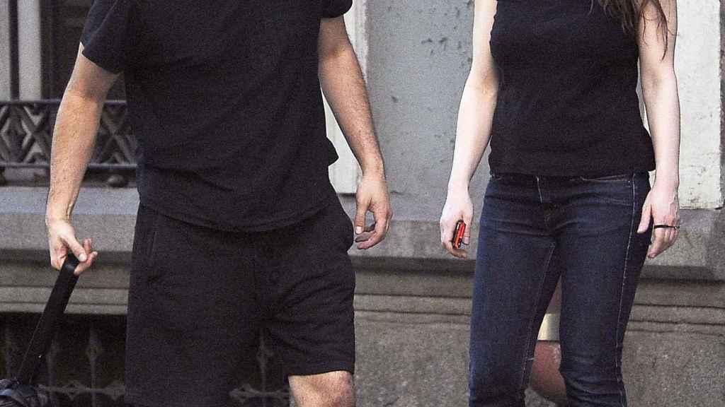 Liberto Rabal y Adriana Davidova paseando por las calles de Madrid.