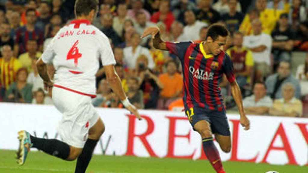 Juan Cala frente a Neymar.