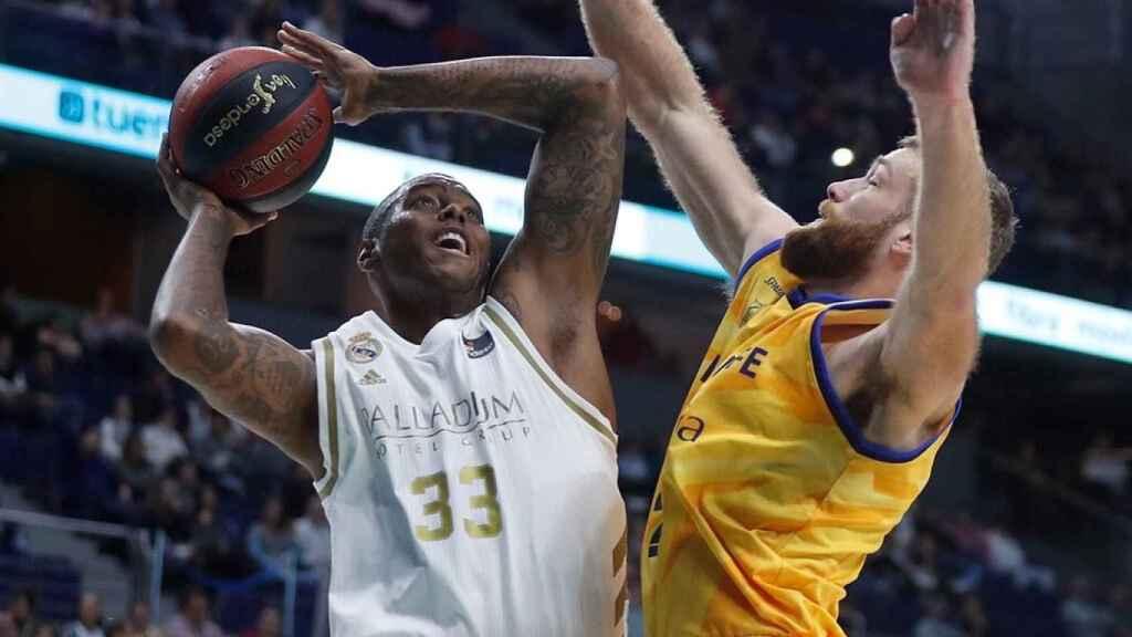 Thompkins intenta anotar en el partido de Liga Endesa entre Real Madrid y Herbalife Gran Canaria