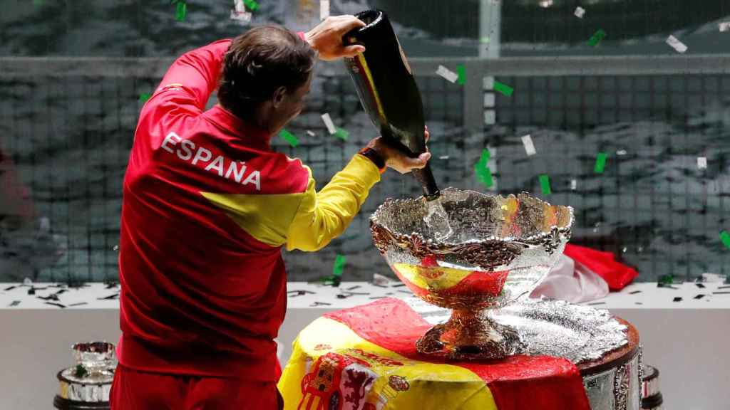 El equipo español de Copa Davis celebra la sexta Ensaladera