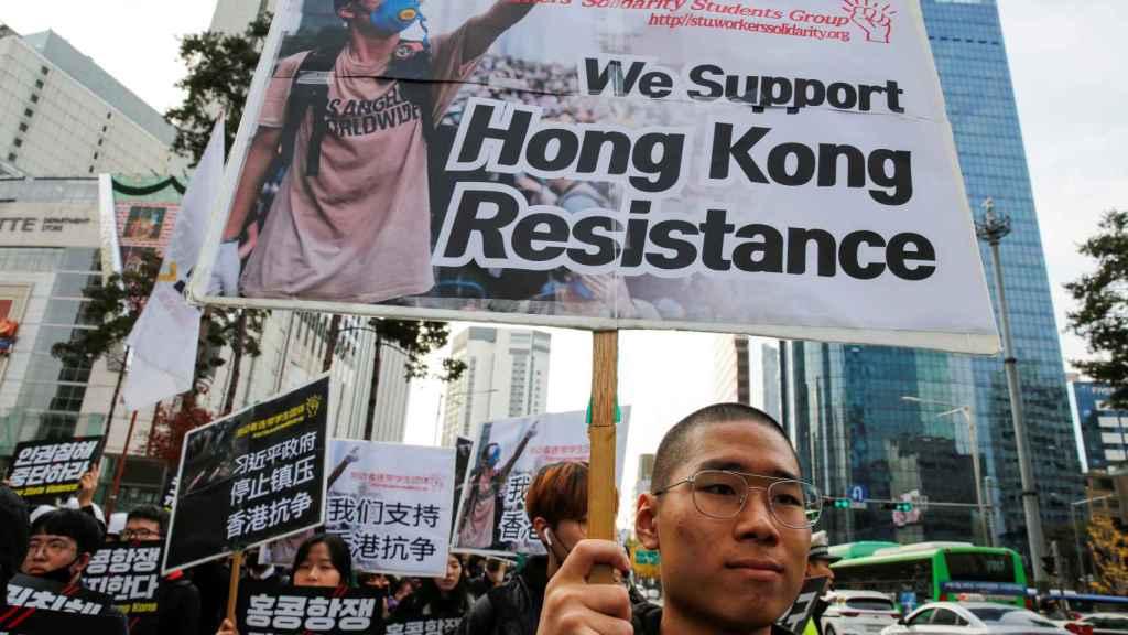 Manifestante que apoya el movimiento prodemocrático.