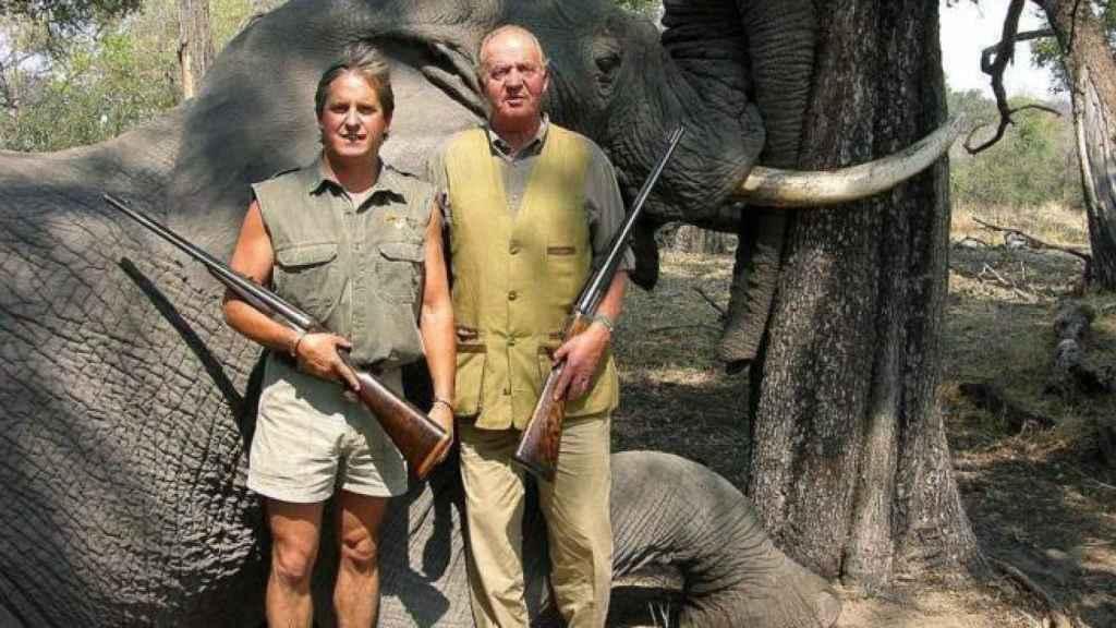 La foto del rey cazando elefantes fue uno de sus momentos más polémicos.