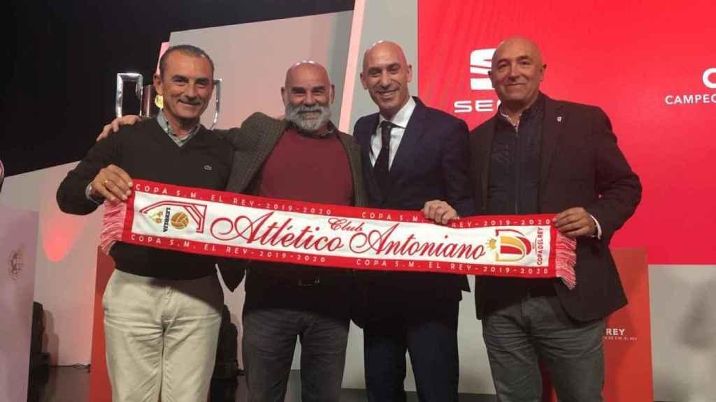 El presidente del Antoniano con Rubiales en el sorteo de Copa