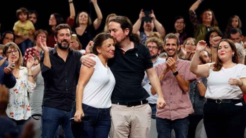 El secretario general de Unidas Podemos, junto a Yolanda Díaz.