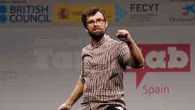 El biólogo y divulgador Ricardo Moure durante una actuación en el concurso de monólogos científicos FameLab.