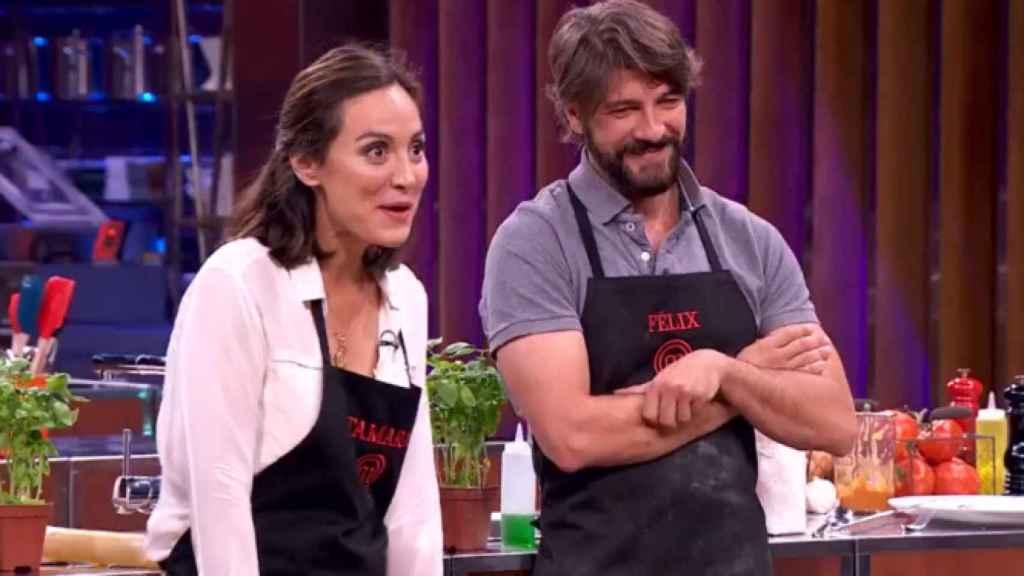Tamara Falcó y Félix Gómez durante un cocinado en 'MasterChef Celebrity'.