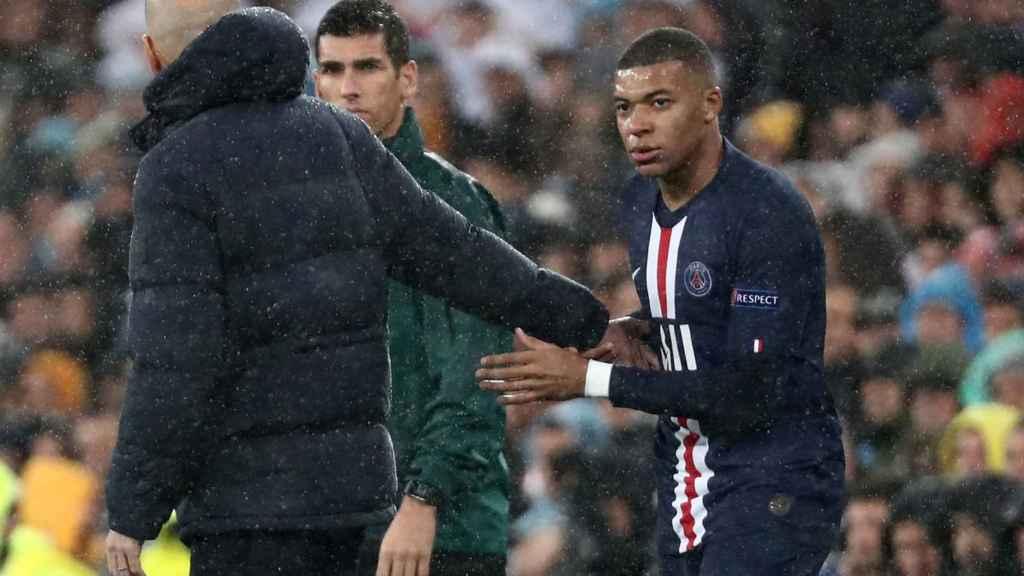Zinedine Zidane saluda a Kylian Mbappe