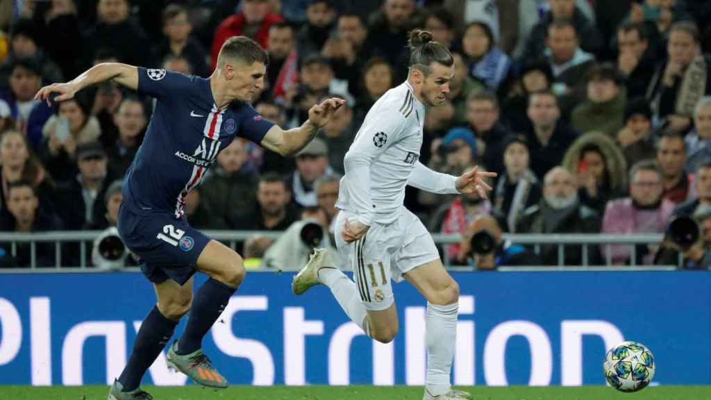 Thomas Meunier corre tras Gareth Bale