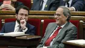 El presidente de la Generalitat, Quim Torra, y su vicepresidente, Pere Aragonés, durante el pleno del Parlament.