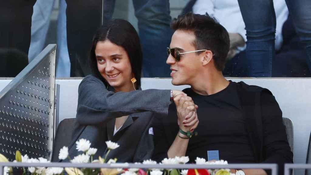 Victoria Federica y Gonzalo Caballero viendo un partido de tenis.