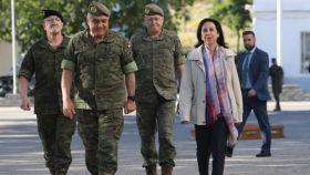 El general Varela, JEME, y la ministra de Defensa en funciones, Margarita Robles, en una imagen de archivo.