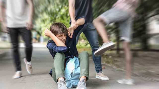 Adolescente sufriendo acoso escolar o 'bullying'