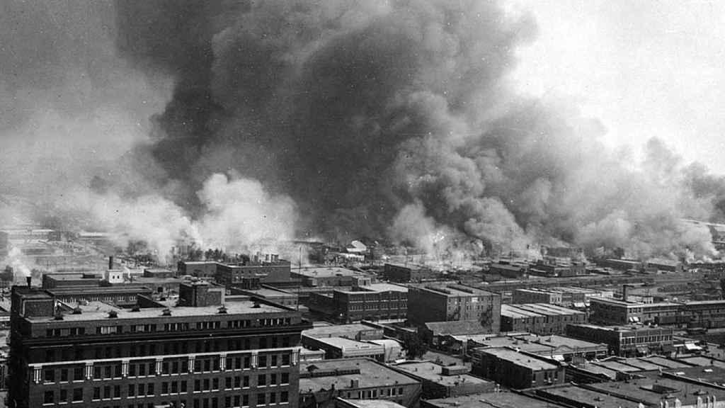 El Black Wall Street en llamas en 1921.