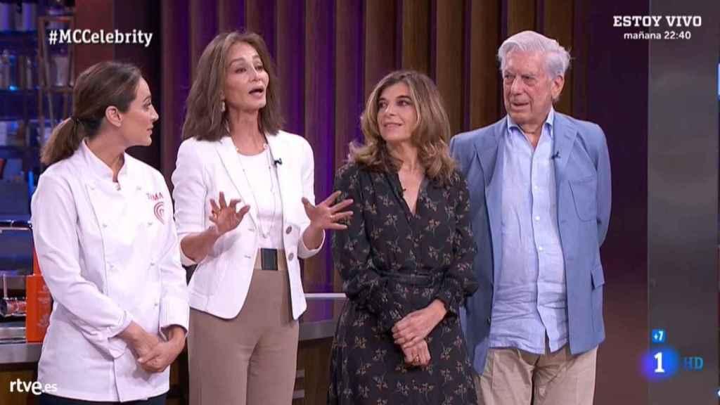 Tamara Falcó, Isabel Preysler, Vargas Llosa y un familiar, en 'MasterChef Celebrity'.