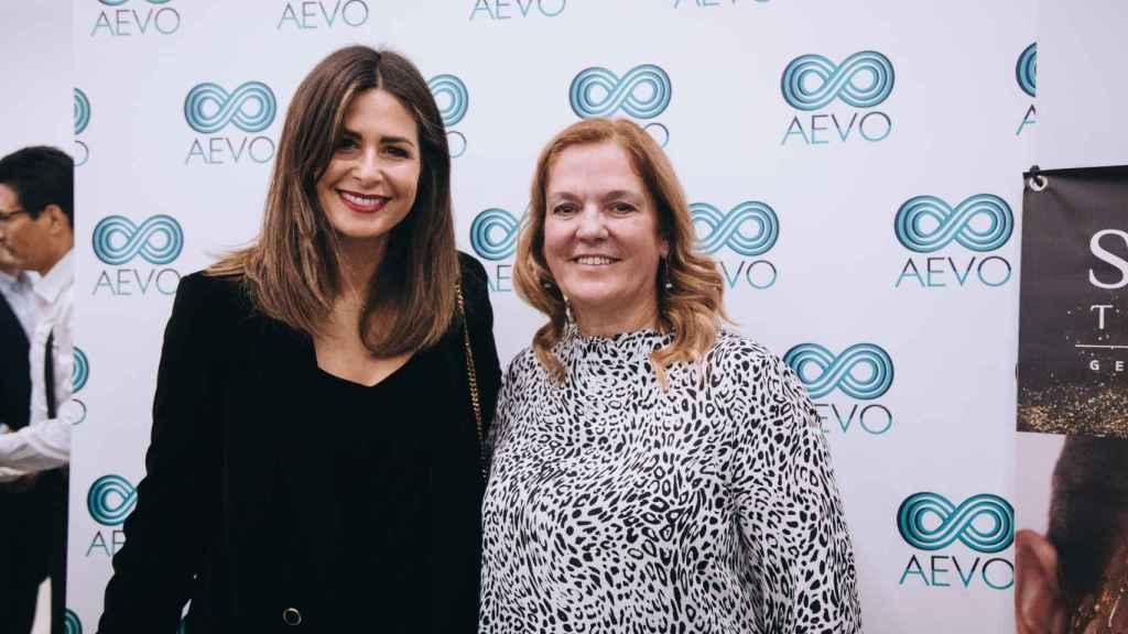 Nuria Roca junto a María José, directora del centro.