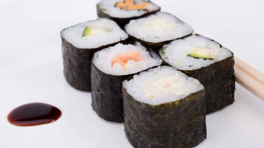 El sushi es uno de los alimentos con algas más populares.