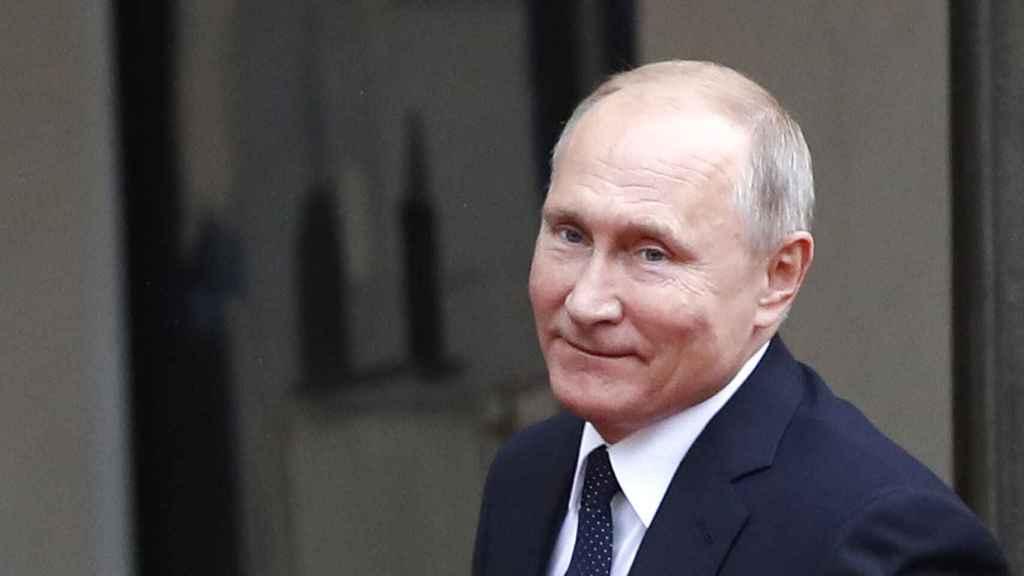 Putin antes de entrar en una reunión.
