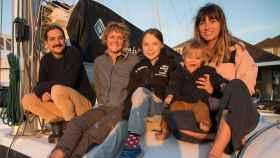 De izquierda a derecha: Riley Whitelum, Nikki Henderson, Greta Thunberg y Elayna Carausu con su bebé Lenny.